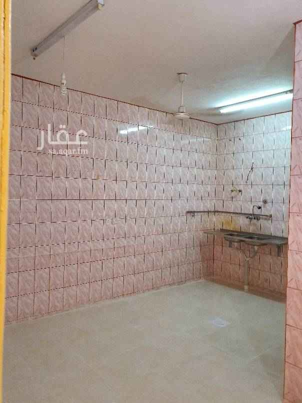1559574 شقه دور ثاني لليجار في حي الكويتيين مقابل المسجد  غرفتين  وصاله ومطبخ  مدخلين