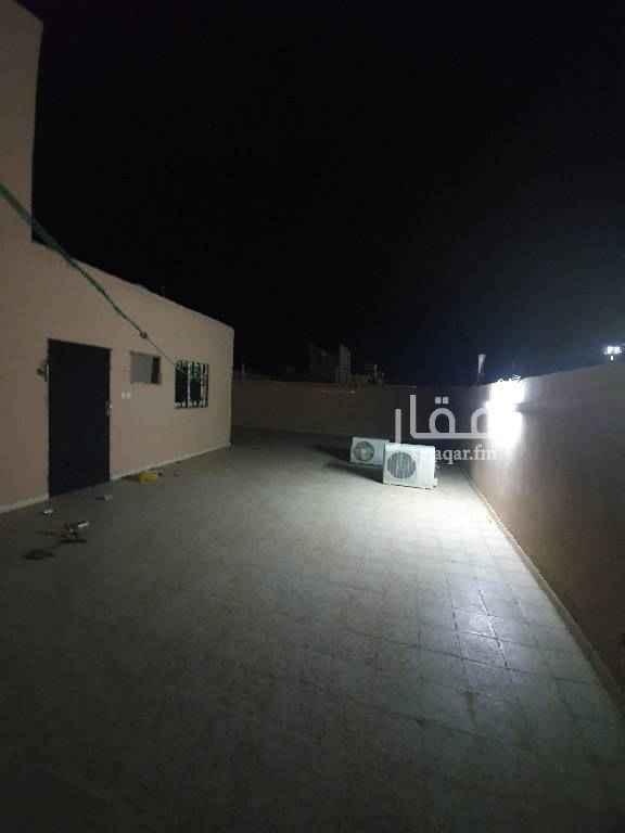 1703513 شقه سطح مع الحوش مجدده  ٣ غرف نوم ومجلس وصاله ومطبخ حي السويلمي