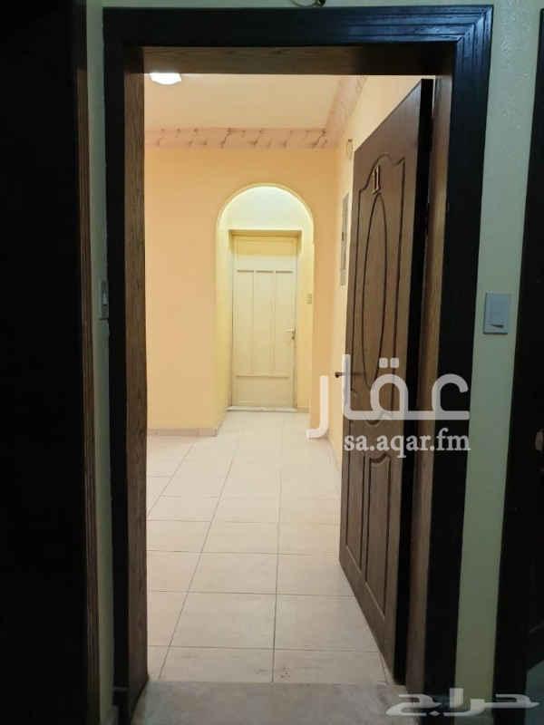 1753478 شقة للإيجار في الخبر حي الثقبة شارع أبها تقاطع 15 / 16 مكونة من ( غرفتين - صالة - 2 دورات مياة - مطبخ راكب ) بالقرب من جميع الخدمات للتواصل على رقم : 0558474783 / 0532461922