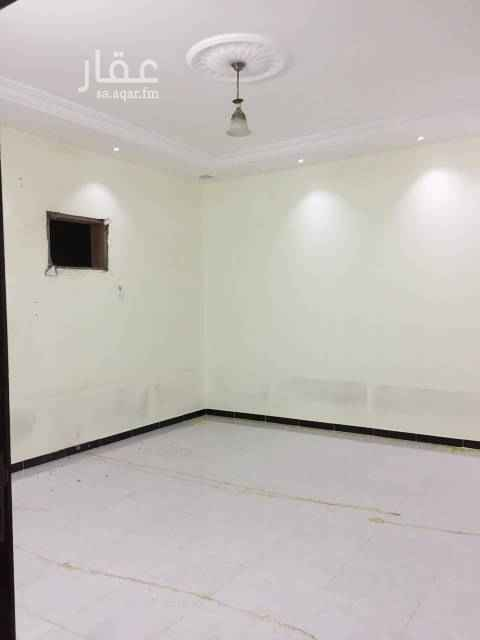 1422252 الشقة نظيفة مساحة الغرف ٤/٥ يوجد مسجد قريب  الموقع قريب لطريق خريص