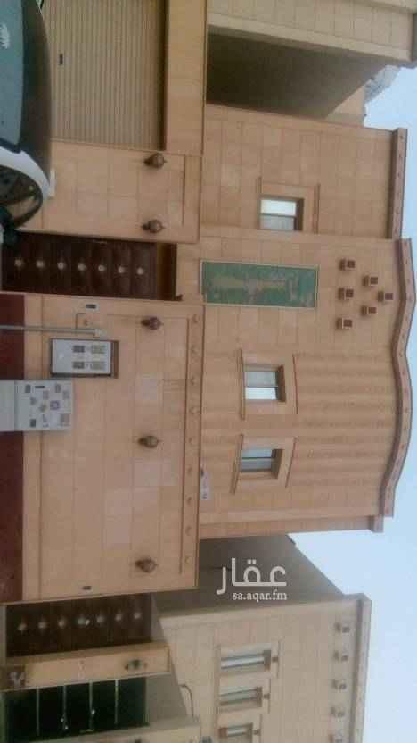 1803437 فيلا للايجار بحي المونسيه مخطط ٣٠  درج داخلي الدور الارضي ضيافه  الدور العلوي ٥ غرف نوم  تفتح على مسجد