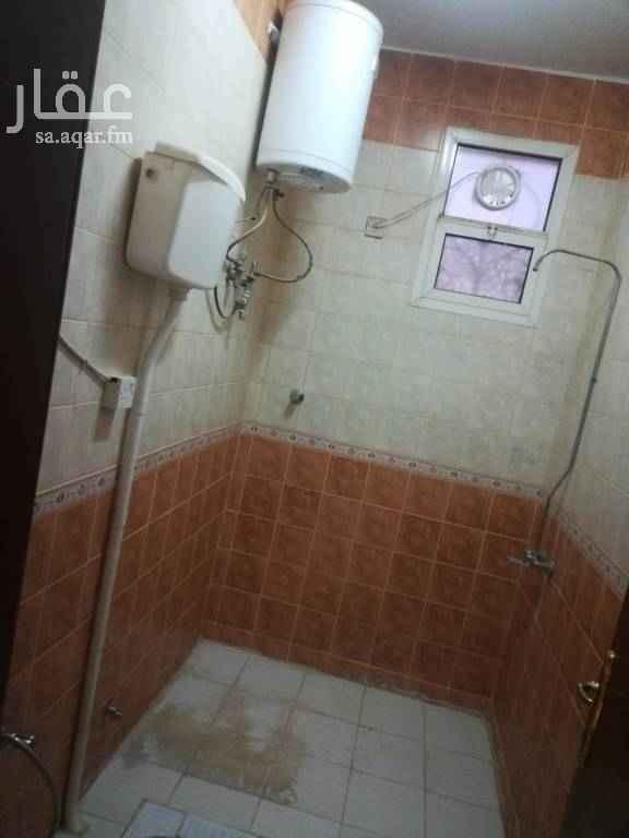 1713171 دور علووووووووي 6 غرف وصاله ومستودع مطبخ راكب  حي الخليج