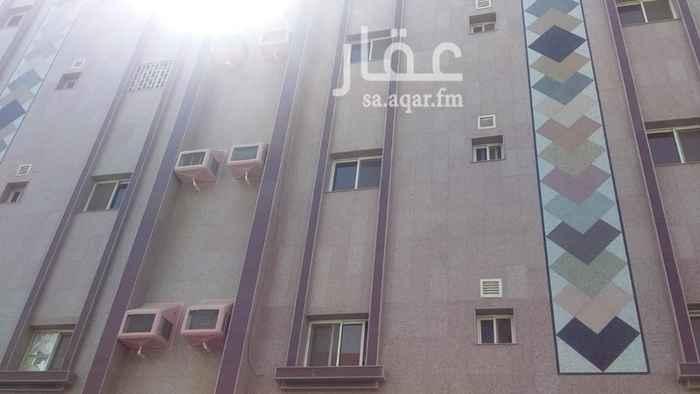1810543 موقع المبنى متيز حيث يقع بالقرب من شارع يحيى المعلمي  وكما يقع بالقرب من مسجد عثمان بن عفان والمستوصف الصحي للحي وبقر سوبرماكت وجميع الخدمات قريبة جداً للمبنى  شقة روف مكون من 3 غرف و صالة وعدد 2 حمام ومطبخ ومساحة كبيرة جدة لسطح وموقف سيارة خاص كما يوجد في المبنى مصعد