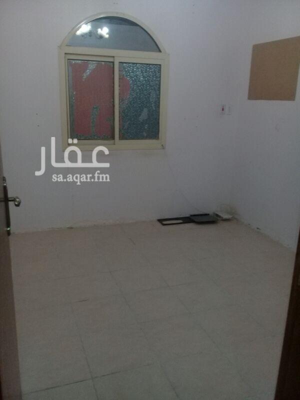 782572 غرفتين نوم ومجلس و صاله ومطبخ حمامين  دور اول علي الشارع