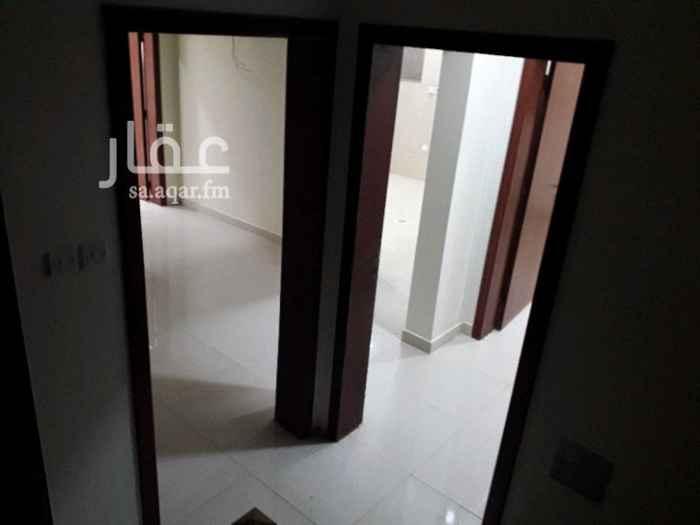 1331334 شقة للإيجار  تتكون من ثلاث غرف ومجلس   وصالة  ومطبخ و٣ دورات مياة دور اول شقة نظيفة مدخلين لكل شقة