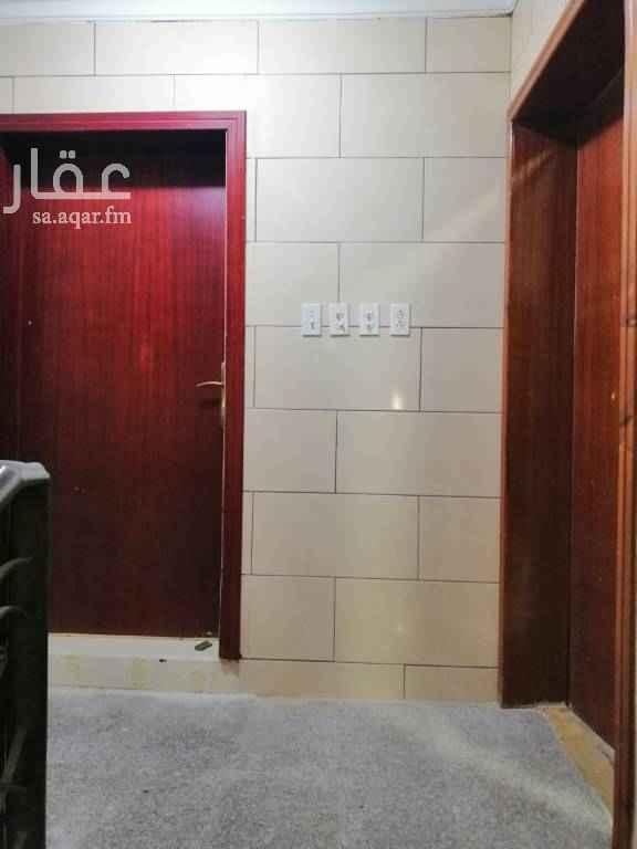 1796433 للإيجار بالعزيزية حي الصواري شقة 4 غرف مكونه من مجلس ومقلط وصاله ومطبخ وغرفتين نوم ودورتين مياه الايجار ٢٠ الف سنوي ابو مازن 0533783160 0546857423