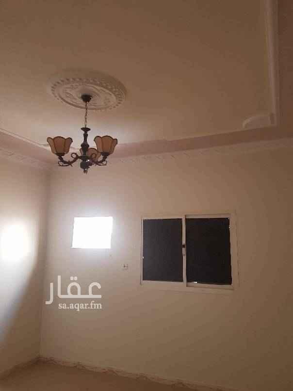 1399123 دور للابجار بحي الخليج مكون من خمس غرف وصاله ومستودع مجدد عداد مستقل