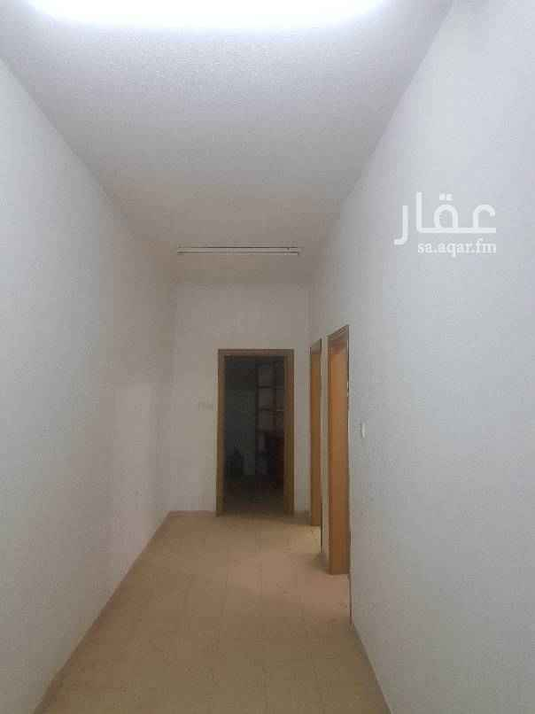 1501250 اربع غرف وصاله ومستودع بمساحه 2في 2 ومدخلين العداد غير مستقل الغرف كبيره جدا  مجدده بالكامل الشقه نظيفه جدا جدا