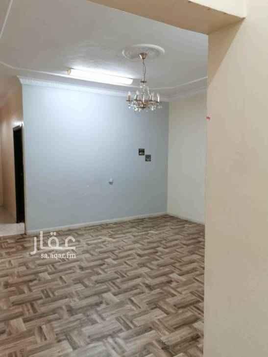 1597401 دور ثاني حي الخليج خمس غرف وصاله وثلاث دورات والعداد مشترك مع الملحق شقه السطح