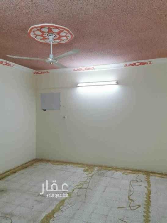 1658363 دور ثالث عداد مشتقل مكون من ثلاث غرف وصاله مدخلين مع سطح غير قابل لدفع الشهري
