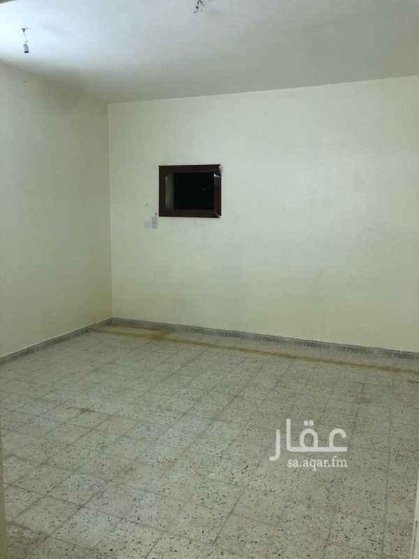 1681603 شقه الدور الثالث يوجد مصعد مكونه من اربعه غرف وصاله ومطبخ وحمامين