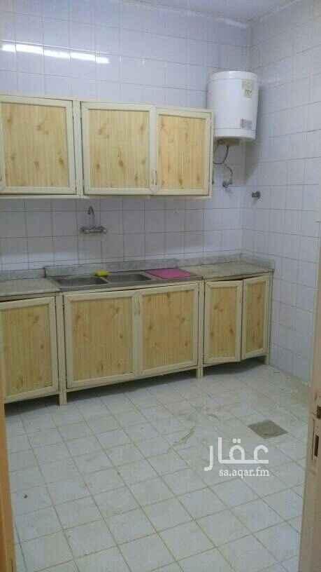 1580901 يوجد لدينا شقه غرفه وصاله راكب مكيفات ومطبخ دور أرضى بعمارة سكنية