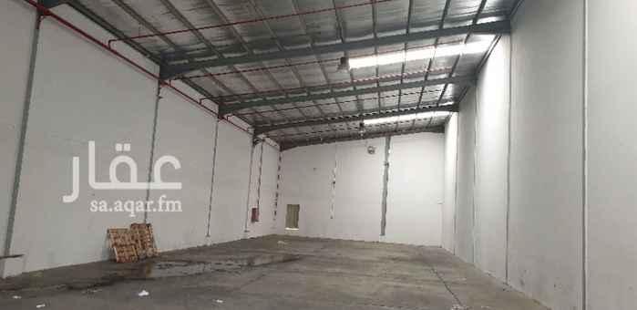 1476385 مستودعات جديدة للايجار  جدران مليسة ومدهونة  يوجد غرفة ودورة مياة  المستودعات جاهزة لمن يريد التخزين  بدون كهرباء بدون كهرباء بدون كهرباء