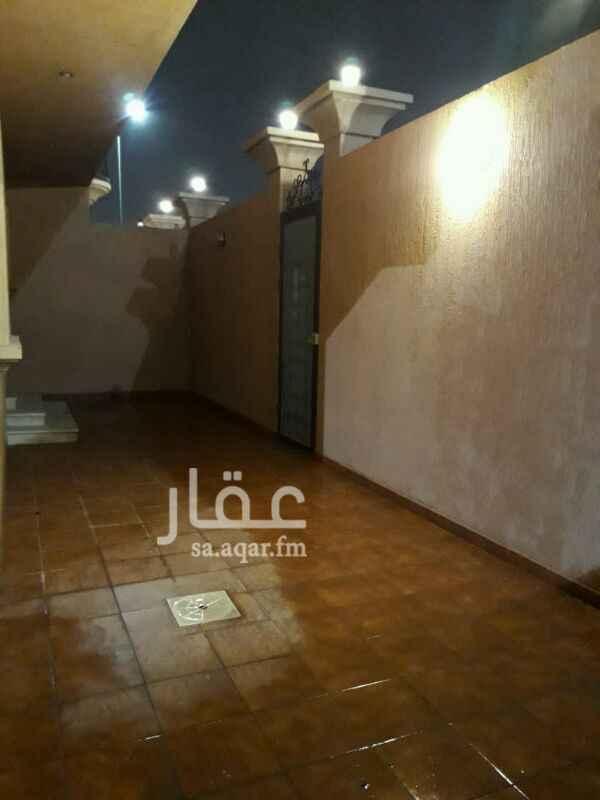 1466136 شقة ارضية بحي المريكبات  مكونة من : 3 غرف نوم وحده منهم ماستر   وصاله ومقلط ومجلس  ومطبخ و3 دورات مياه  حوش ومدخل سيارة