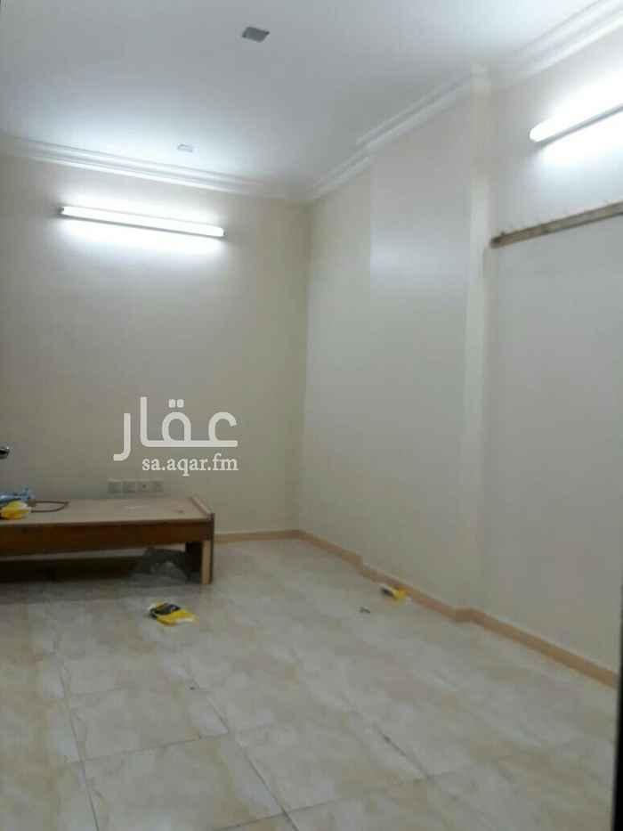 1564169 الموقع حي النزهه شارع عثمان بن عفان  غرفه وحمام وبوفيه
