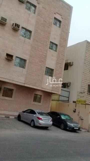 1712394 شقة تتكون من غرفتين نوم ومجلس وصالة ودورتين مياه متوفر الدور الارضي والاول والثاني  مكتب الابراج العقاري 0534255500