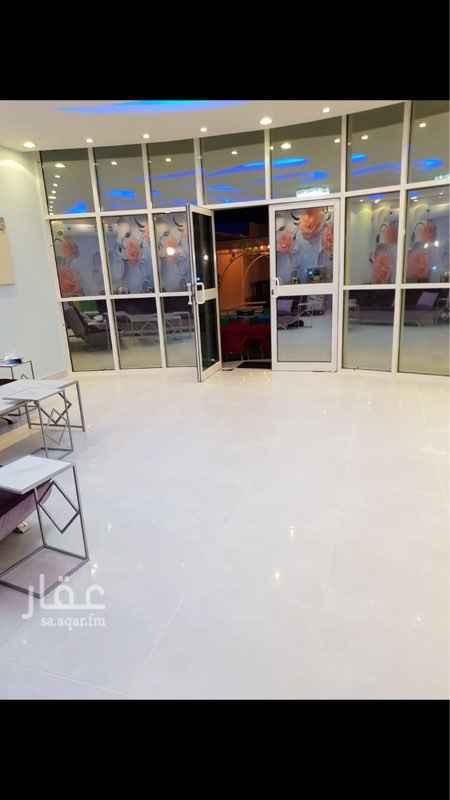 1644587 شاليه للبيع بتصميم حديث في حي الرمال في الشرق الشمالي في الرياض مساحته ٥٥٠ م  قسمين  الكببر : يتكون من غرفتين داخليتين ودورتين مياه ومطبخ ومسبح  وصالة  وغرفة خارجية ودورة مياه ومساحة خضراء   القسم الصغير غرفة ودورة مياه ومطبخ وصالة ومساحة خضراء  للتواصل مكتب ريادة النرجس للعقارات 0534333714 0592557748