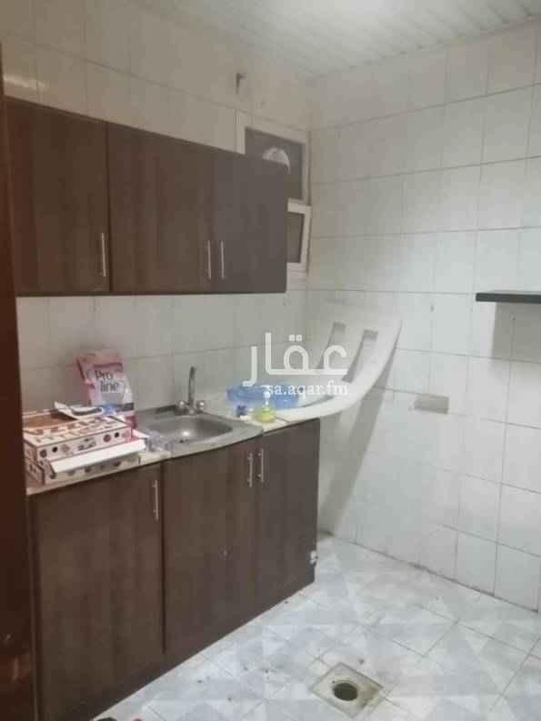 1734247 غرفتين وصاله ومطبخ وحمام مكيفات ومطبخ راكب حي النهضة شارع سلمان الفارسي يوجد بها عامل نظافة قريبه من خريص
