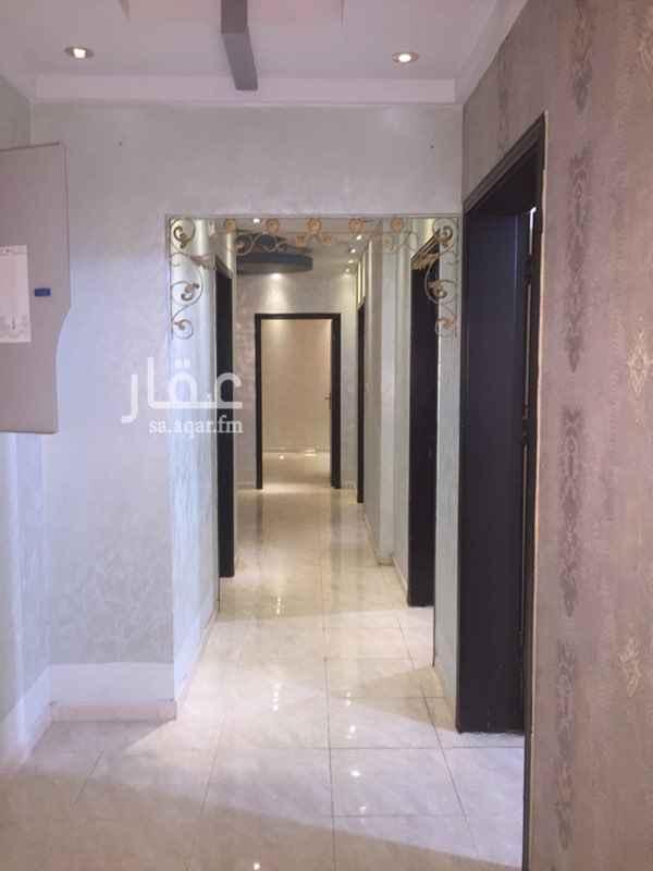 1512464 شقة فاخرة في بطحاء قريش بجوار مسجد الراجحي  من 5 غرف وصالة و 3 حمامات و مدخلين في الدور الثاني المطلوب 26000 الف على دفعتين فقط والماء مع المستاجرين .