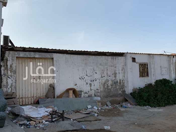 1364140 مستودع مساحة ٥٠٠ متر وسكن عمال  يوجد به كهرباء وماء - حي النزهه - شارع الامل