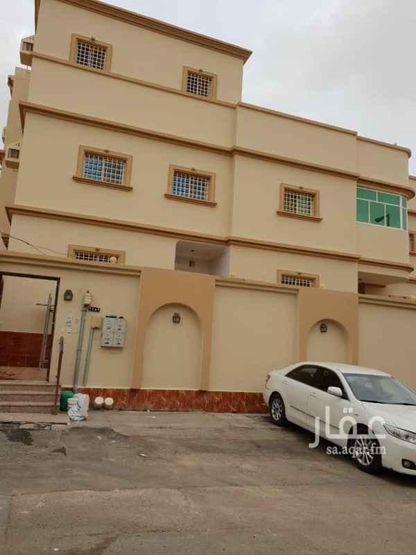 1401974 للبيع عمارة في حي السامر 3 فيها 3 شقق من 4 غرف  بمنفعها +  فيلا دورين وملحق  الفيلا 10 غرف وصالتين  المساحه 657 م العمر 16  سنه مطلوب 2 مليون و200  الف ريال