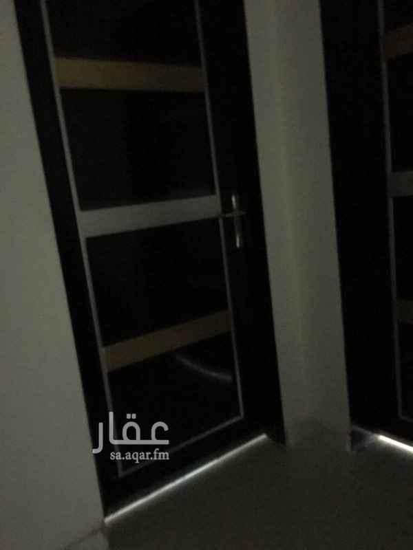 1764703 شقة تتكون من مجلس خارجي مجلس داخلي مع دورة مياه مطبخ غرفتين نوم مع دورة مياه صالة جديدة توها مشطبة يوجد مواقف امامها مرفق حكومي (فاضي)مسجد.حديقة كهرب مستقل موقع ممتاز وعلى زاوية للتواصل 0530301212