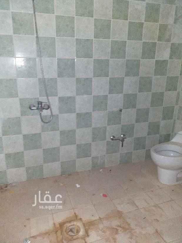 1416263 شقه للبيع في عماره سكنيه علي شارع عام مكونه من ٣ غرف نوم وصاله ومجلس و٣ دورات مياه