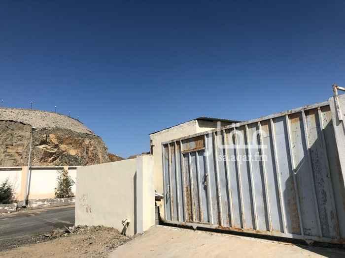 1258312 حوش للايجار  يوجد به ثلاث غرف جاهزه للسكن  وخزان ماء وصرف صحي  ويبعد عن طريق مكه جده القديم ٥٠٠ متر   والسعر قابل لتفاوض . جوال 0535850001