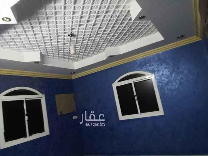 1644002 غرفتين نوم وصالة ومجلس ومقلط ومطبخ ودورتين مياه عداد كهرباء مستقل. يوجد تأمين ٢٠٠٠ريال المياه تقسم على الشقق المؤجر ه كل شهر