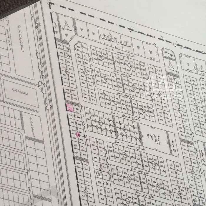 1717998 بسم الله الرحمن الرحيم وبه نستعين  للبيع قطعة أرض على شارع ٤٠ الأبراج وممر ١٠م في مخطط ٣٤١٤ الخير الدكاتره  المساحة ٧٥٠ م  بيع ٥٥٠ ألف على شور  مباشر   0536077772