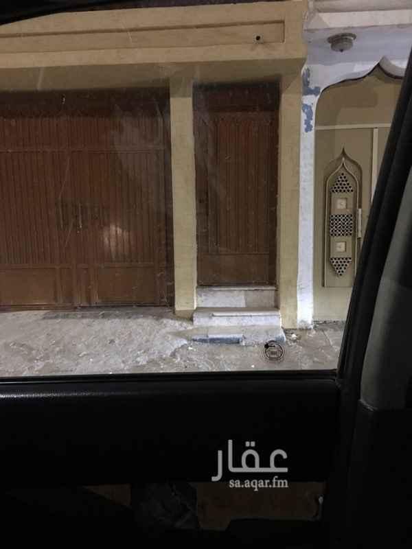 1450256 دور علوي مع ملحق في السطح مرمم البيت ونظيف