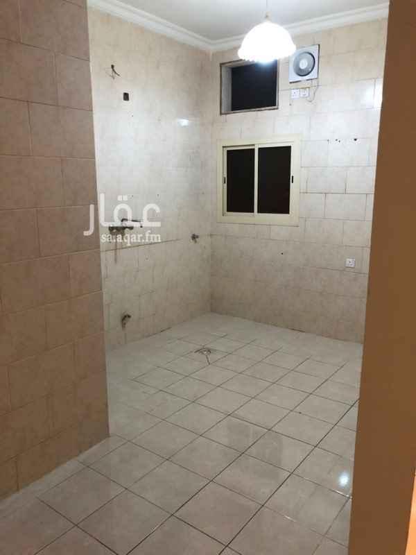 1339525 شقة للايجار بحي العريض خلف المستهلك الاول شارع ساري ٤ غرف ٣ حمامات صالة  مطبخ مدخلين