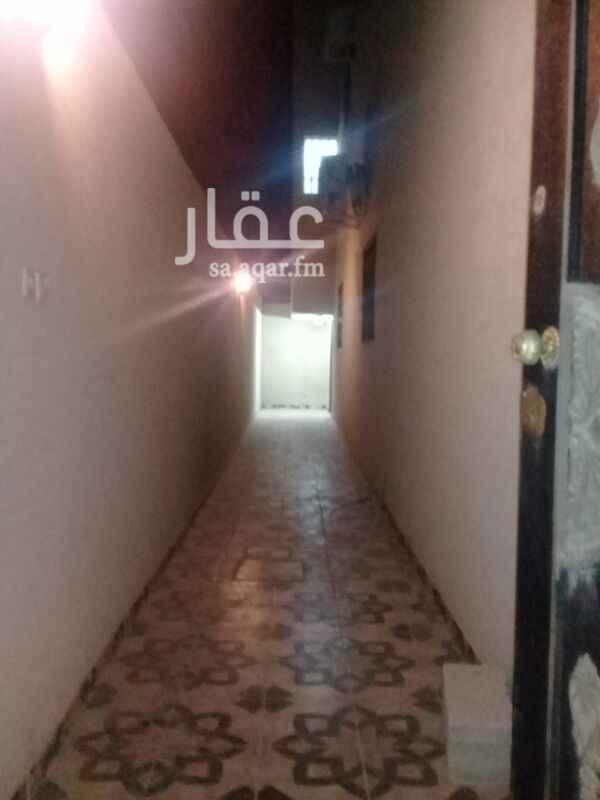 1316052 شقة إيجار دور اول مدخلين ٣ غرفة وصاله ودورتين مياه ومطبخ راكب عداد كهرباء مشترك.
