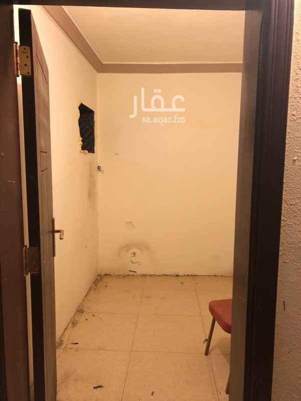 1342134 غرفة سائق للايجار حمام مشترك