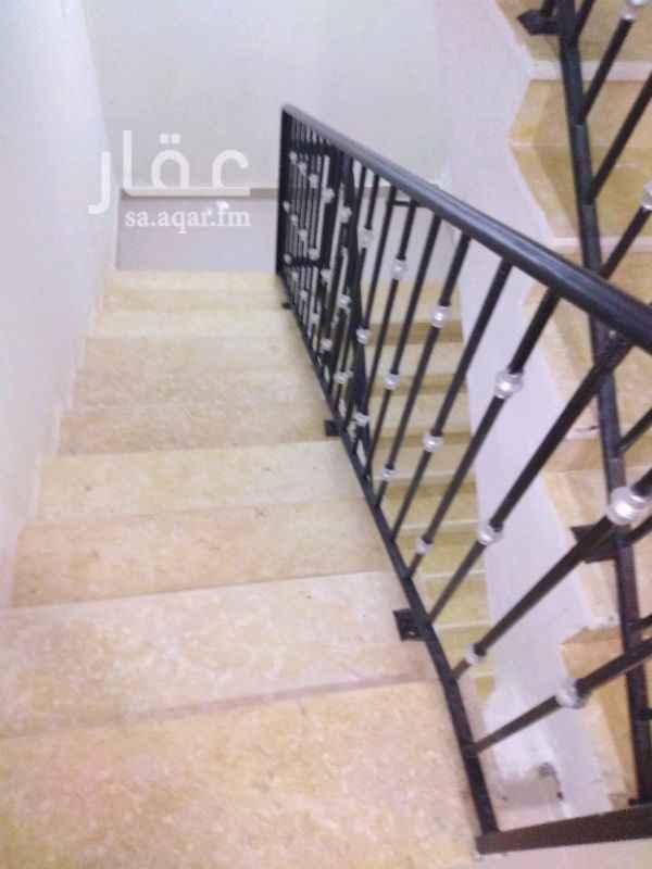 1118563 شقه إيجار جديده ممتازة تتكون من مجلس وصاله ومطبخ ودورتين مياه وغرفتين نوم  مدخل خاص مع سطح كبير