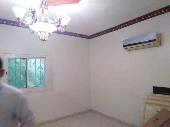 1282742 دور علوى مساحه ٣١٢ متر ٣غرف نوم ومجلس ومقلد وصاله و٣ حمامات ومكيفات ومطبخ راكب فى اليرموك الغربي قريب منه مسجد وقريب منه خدمات
