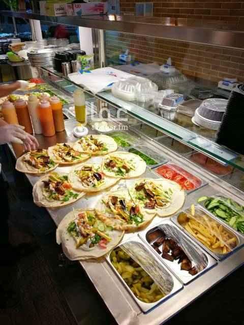 1563830 للتقبيل او اللايجار مطعم معجنات و فلافل  يوجد عامل سوري مع المطعم معلم.  سعر قابل للتفاوض