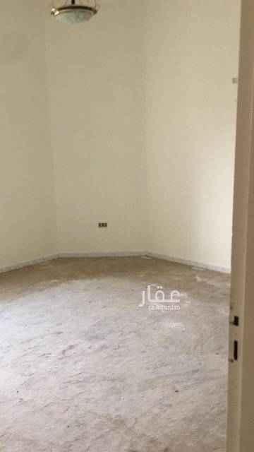 1780503 الدور الأول عبارة عن مجلسين وصالة وحمامين ومطبخ الدور الثاني عبارة عن ٣غرف نوم ومطبخ  الملحق عبارة عن غرفة شغالة وغرفة نوم
