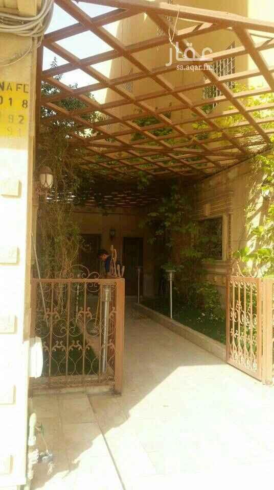 1647293 يوجد لدينا شقة عوائل للإيجار بحي الفلاح مكونه من غرفتين نوم + مجلس + صاله + مطبخ + مواقف خاصة للشقة + مكيفات ومطبخ راكبة  + حارس 24 ساعة السعر 31 الف