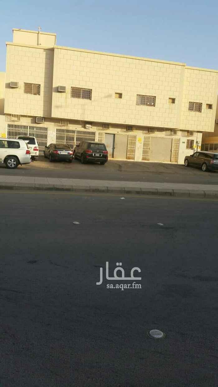 1647471 اربعة محلات تجارية للإيجار شارع عثمان بن عيسى المساحه 100م مبلغ الإيجار 40الف ريال