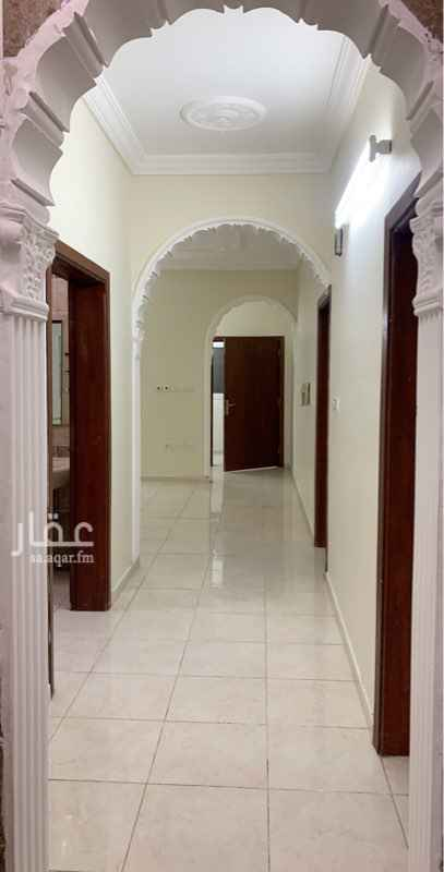 1760884 شقه مكونه من : 3 غرف ، صاله ، 3 دورات مياه ، مطبخ ، سطح خاص ، مدخلين .