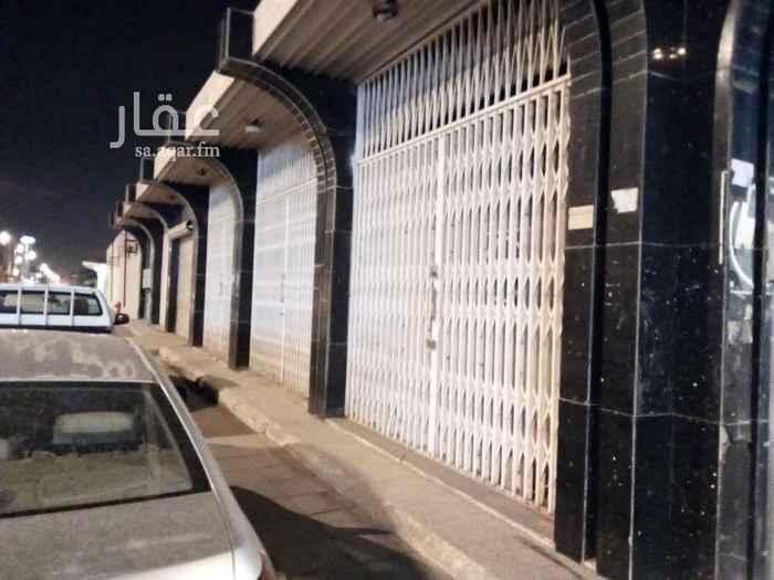 1533656 معرض علي طريق الملك عبدالعزيز علي شارعين وبه خمسة فتحات