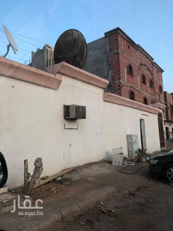 1622237 غُرف عُمّال للإيجار الشهري ٥٠٠ ريال شامل الكهرباء والماء بالعزيزه جِوار قصر ولايف .