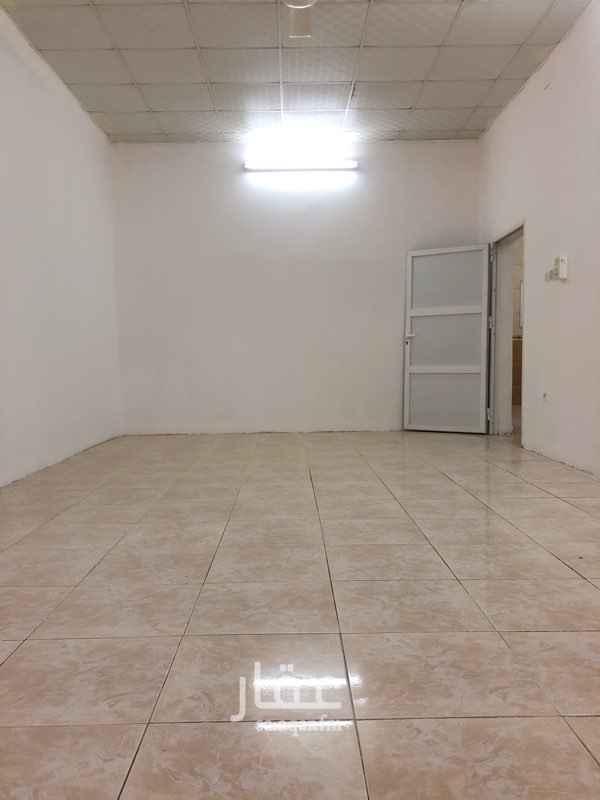 1738599 شقة مكونة من غرفتين ومطبخ ودورة مياة في عمارة مسلح نظيفة الشقه في الدور الثالث الايجار شامل الكهرباء والماء