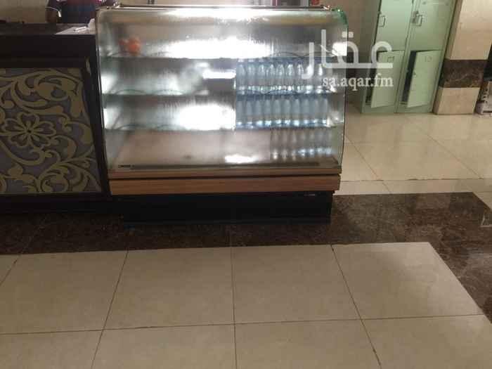 1582483 للايجار كوفي شوب في لوبي فندق  يوجد ثلاجتين ثلاجه عرض وبعض أدوات الكوفي للايجار  قبل لتفاوض