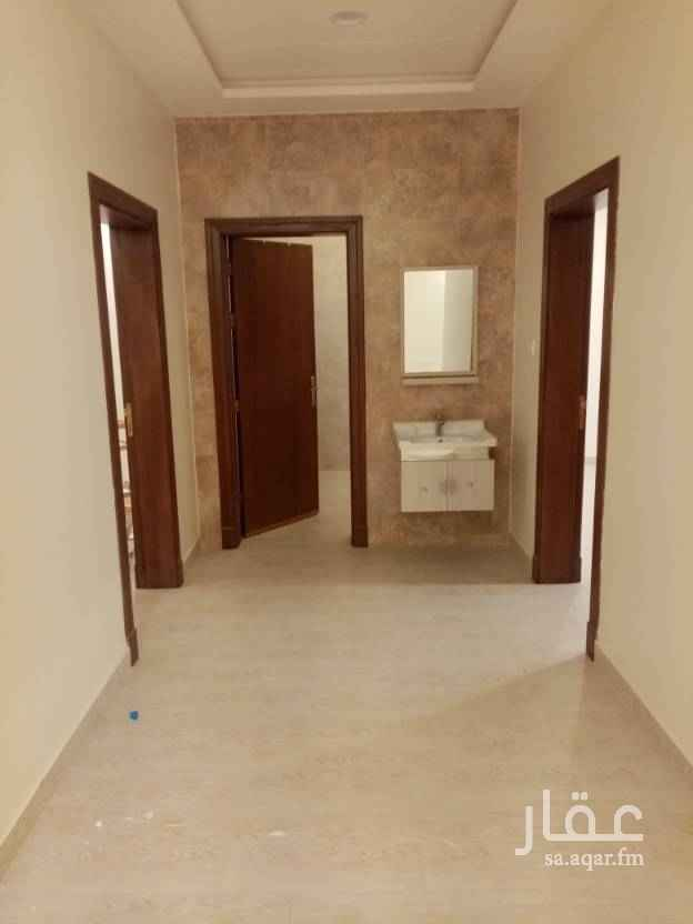 1731717 شقة للإيجار حي النرجس الكيلو السادس الغربي غرفتين نوم صالة ومجلس ثلاث حمامات مستودع او غرفة غسيل راكب مكيف واحد +مطبخ