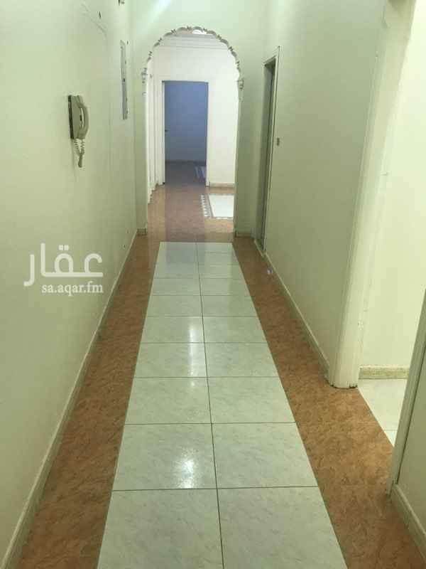 1638176 شقة مكونة من غرفتين ومخزن وصالة ومطبخ ودورتين مياه بحي الوزيرية  للمفاهمة والاستفسار : عبدالله الغامدي  جوال : 0557711959