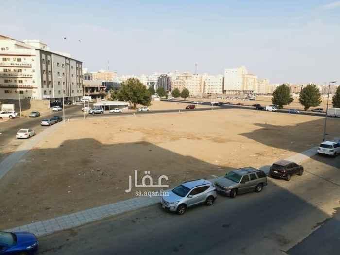 1559248 4 غرف بمدخلين وصالة ومطبخ راكب وحمامين الدور الثاني واجهه اماميه قريبة لشارع حراء خلف بنك الرياض