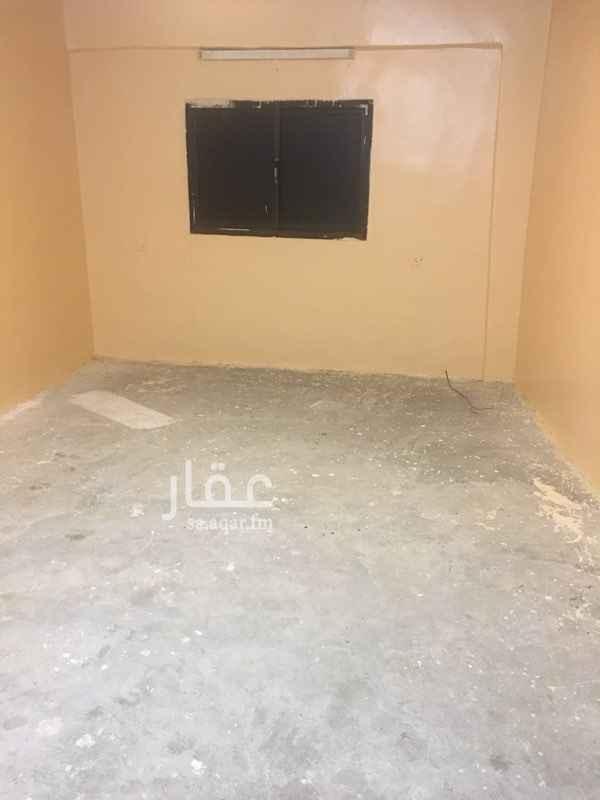 1818817 غرفة للإيجار بسعر 400 ريال تدفع شهرياً الإيجار شامل الكهرباء والماء  دورة المياة والمطبخ مشترك مقاس كل غرفة حوالي 4 * 5   رقم التواصل / 0540722739  التواصل عن طريق الأتصال أو الموقع فقط ..