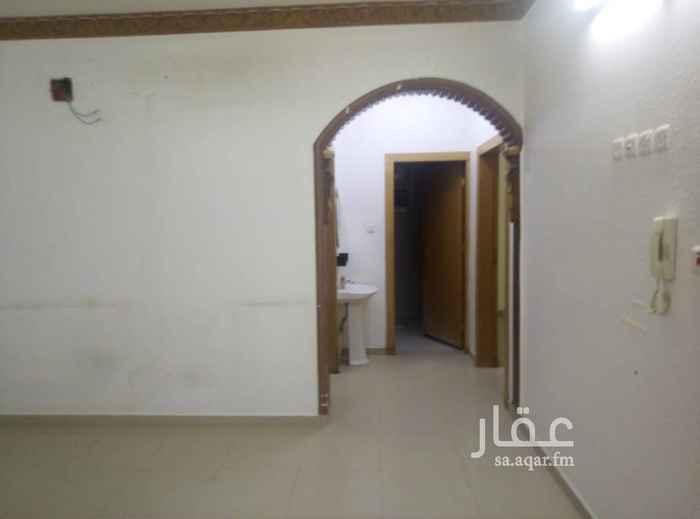 1770589 شقة للايجار ثلاث غرف وصالة مع السطح كهرب مستقل حي الخليج شمال مسجد الحمد الشقة نظيفة وواسعة السعر 17000 ريال